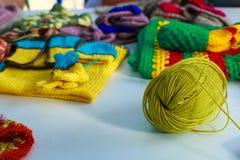 羊毛螺纹缠结编织的反对背景o 图库摄影