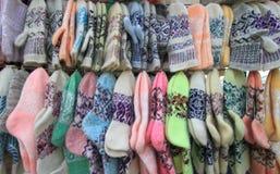 羊毛被连接的手套的袜子 库存图片