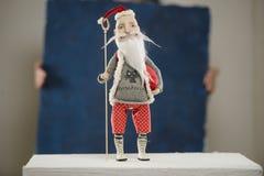羊毛黏土玩偶圣诞老人毛线衣 免版税库存图片