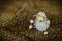 绵羊玩具开会 库存照片