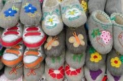 从绵羊羊毛的鞋子  免版税库存图片