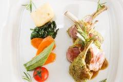 羊羔炸肉排和菜 库存图片
