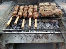 羊肉和牛肉在BBQ 库存照片