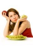美丽吃果子给不愿意的妇女 库存照片