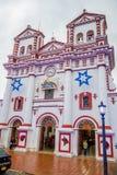 美丽和五颜六色的街道在Guatape 免版税库存图片