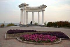 美丽和典雅的白色altanka在波尔塔瓦,乌克兰 免版税图库摄影