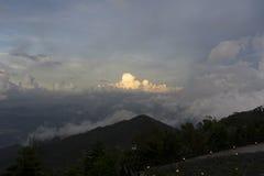美丽和大云彩! 库存照片