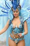 美丽和性感的妇女桑巴舞蹈家 库存图片
