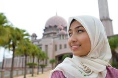 美丽和甜亚裔马来的回教夫人 免版税图库摄影