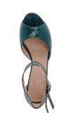 美丽和舒适的凉鞋 免版税库存照片