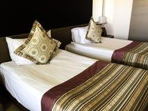 美丽和舒适的卧室 免版税库存图片