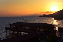 美丽在海运日落 背景海运发运日出 免版税库存图片