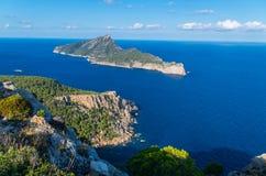 美丽在从Tramuntana,马略卡,西班牙山的Sa Dragonera  免版税库存照片