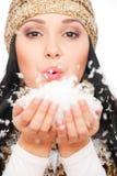 美丽她的掌上型计算机雪妇女 免版税库存照片
