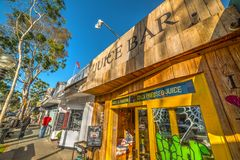 美丽如画的商店在巴波亚海岛 免版税库存照片