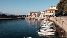 美丽如画的威尼斯式港口, Nafpaktos,希腊 股票视频
