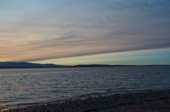 美丽如画的日落在皮吉特湾 免版税库存图片