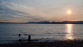 美丽如画的日落在皮吉特湾 免版税图库摄影
