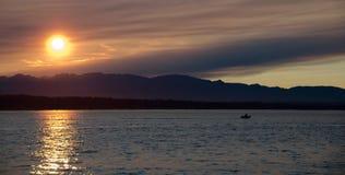 美丽如画的日落在皮吉特湾 免版税库存照片