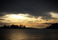 美丽如画的日落在赫尔辛基 免版税库存照片
