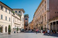 美丽如画的正方形在罗马 免版税库存图片