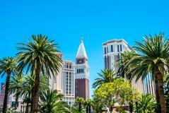 美丽如画的游人拉斯维加斯,美国的赌博的首都 在小条街道,拉斯维加斯,内华达上的大厦 库存图片