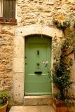 美丽如画的石门道入口在Valbonne,普罗旺斯,法国中世纪村庄  库存图片