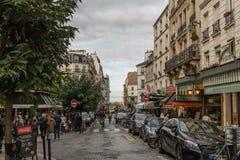 美丽如画的蒙马特街道在10月下旬 免版税图库摄影