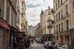 美丽如画的蒙马特街道在10月下旬 免版税库存照片