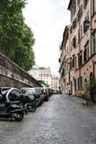 美丽如画的街道在罗马 免版税库存照片