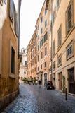美丽如画的街道在罗马 免版税库存图片
