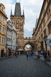 美丽如画的街道在Mala Strana区在布拉格 免版税图库摄影