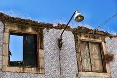 美丽如画的被毁坏的房子 免版税库存图片