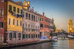 美丽如画的风景、威尼斯式运河和Arsenale二威尼斯湾 免版税图库摄影