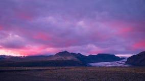 美丽如画的风景和北极光在冰岛 免版税库存图片