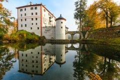 美丽如画的13世纪SneÅ ¾ nik城堡 图库摄影