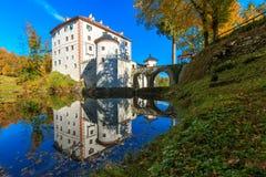 美丽如画的13世纪SneÅ ¾ nik城堡 库存照片