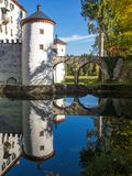 美丽如画的13世纪SneÅ ¾ nik城堡 免版税库存图片