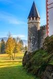 美丽如画的13世纪Sneznik城堡 免版税库存照片