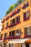 美丽如画的Agli Alboretti旅馆门面在威尼斯,意大利 免版税库存照片