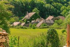 美丽如画的中世纪村庄大别墅沙隆 免版税库存照片