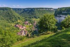 美丽如画的中世纪村庄大别墅沙隆 库存图片
