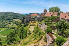美丽如画的中世纪村庄的看法谷的 图库摄影