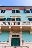 美丽如画的大厦在蒙泰罗索阿尔马雷 免版税库存图片