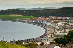 美丽如画的海边镇 库存图片