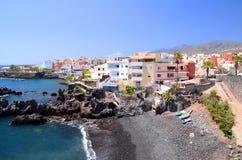 美丽如画的海滩和火山岩在特内里费岛的Alcala 库存图片