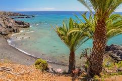 美丽如画的海滩和火山岩在特内里费岛的Alcala 图库摄影