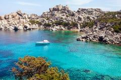 美丽如画的海滩在撒丁岛 免版税库存图片