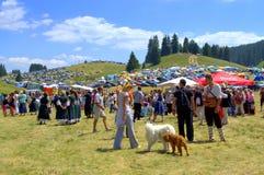 美丽如画的集市场所访客,保加利亚 免版税库存照片