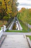 美丽如画的水运河在秋天时间卡利柯治公园 库存图片